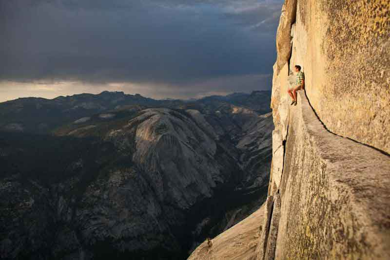 Free-soloing---Alex-Honnold